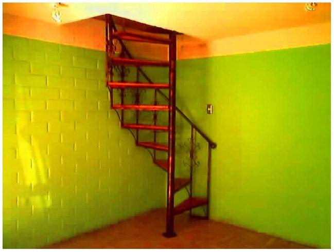 Escaleras caracol usadas unin de buhardilla con la - Escaleras caracol precios ...