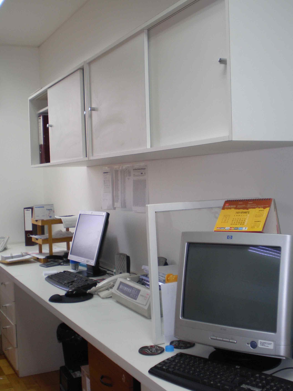 Mobiliario para oficinas muebles para plasmas pizarras for Muebles de oficina vidrio