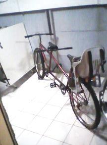 Foto Bicicleta para dos personas y un niño (exelente estado)