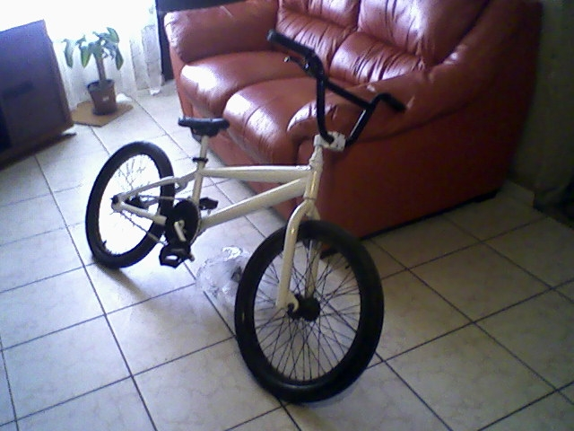 Foto Vendo o permuto bicicleta estylo bmx para free style(marca felt) por (guitarra ,bateria,bajo)